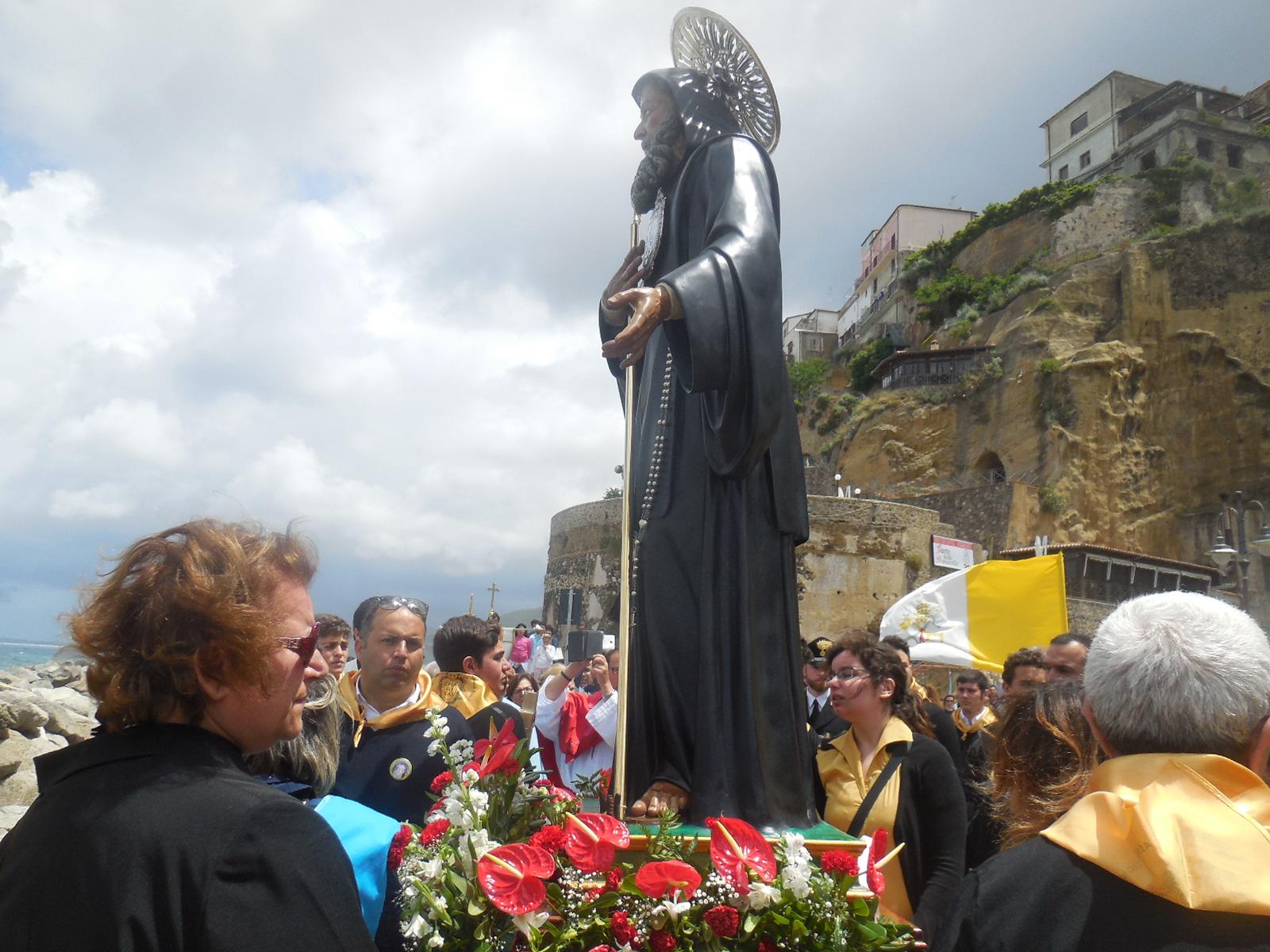 Solennità del Santo di Paola – Processione per le vie del centro storico di Pizzo