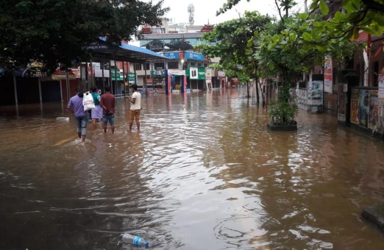 """Inondazioni in Kerala. Comunità di Padri minimi: """"La solidarietà non manca, ma i morti aumentano ogni giorno"""""""